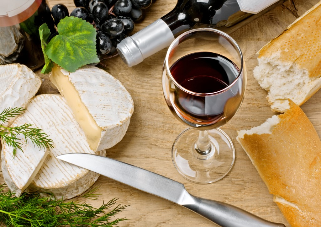 Red wine, Brie and Camembert cheeses with bread